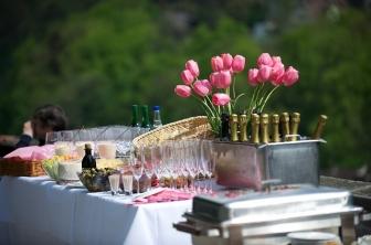 Firmy cateringowe, kiedy warto skorzystać z ich usług?